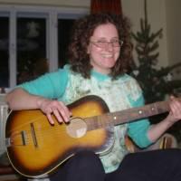 Janča hrající na kytaru