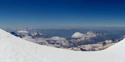 Kavkaz, mezi oběma vrcholy Elbrusu