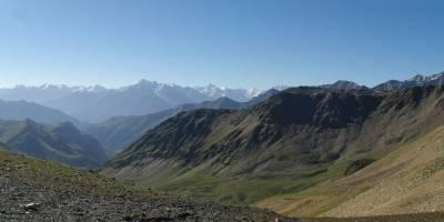 Kavkaz, sedlo Kyrtykaus; obcházíme Elbrus z východu