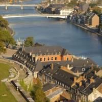 Splavná řeka Máza, která protéká Namurem