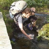 Národní park Abisko - Janča nabírá vodu