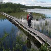 Na chodníku přes jezero