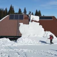 Gloggnitzer Hütte - kolektory na střeše