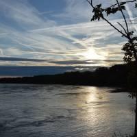 Západ slunce na soutoku Dunaje a Moravy (na Děvíně, ani ne před týdnem bylo kompletně pod vodou)