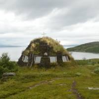 Letní osada Staloluokta - kostel tradičních tvarů