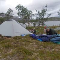 U jezera Kjema - celodenní nic nedělání - bohužel vesměs mrholilo