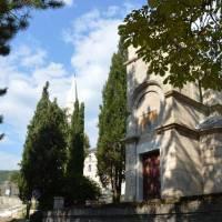 Městečko Bileća: po bosenksé válce obnovená mešita i kostel