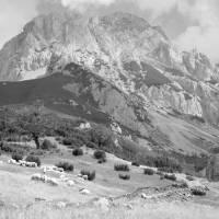 Maglić: přímo nad sedlem Prijevor se zvedá nejvyšší hora Bosny, Bosanki Maglić (2386m)