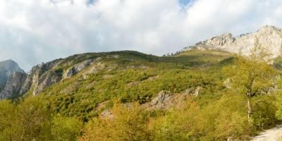 Sestup z Magliće do údolí Sutjeska; prales Peručica