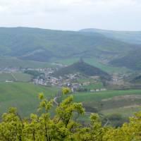 Z Ragače: vesnice Hajnáčka se stejnojmenným hraden