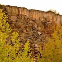 Bývalý lom u Beliny, nádherná ukázka různé odlučnosti čediče