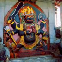 Centrum Káthmándú - náměstí Durbar, Teleju Temple, děsivá Kala Bhairab (černá Bhairab)
