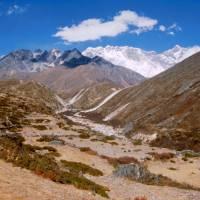 Údolí Imja Khola, vzadu Nupse a Lhotse