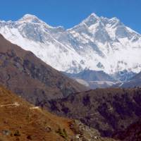 Opouštíme hory, poslední pohled na Mount Everest a Lhotse
