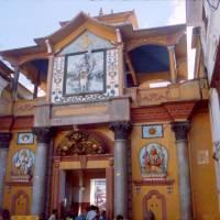 Káthmándú, Pašupatináth, vstup do hlavní hinduistického chrámu (pouze pro hinduisty)