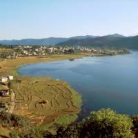 Pohkara, jezero Phewa a rýžová políčka