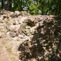 Hrad Levnov, zbytky zdí