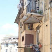 Bastia, venkovní záchody na balkónech