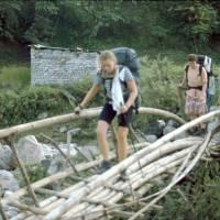 Maťa a Terka na bambusovém mostku