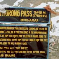 Sedlo Thorong La (5416 m), nejvyšší místo na cestě kolem Annapuren a Dhaulágirí