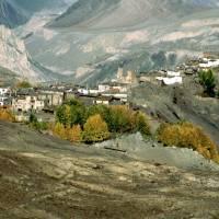 Vesnice Jharkot (nad údolím Kali Gandaki)