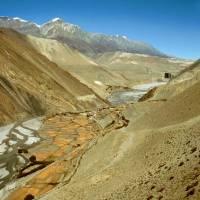 Řeka a údolí Kali Gandaki: pohled směr k Mustangu