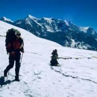 Sedlo Thapa (5250 m), Maťa, vzadu Nilgiri