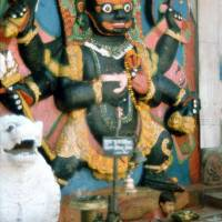 Káthmándú: hlavní náměstí Durbar, socha Kala Bairab