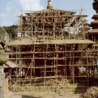 Káthmándú: hlavní náměstí Durbar, bambusové lešení