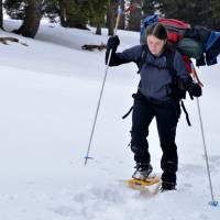 Sedlo Seeberg (1246 m), sem jsme v sobotu ráno dojeli autobusem z Kapfenbergu. Začátek třídenního putování na sněžnicích (Léňa).