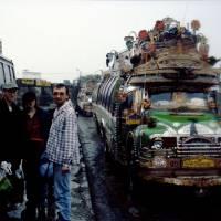 Rávalpindí, autobusové nádraží Pir Wadhai, odjezd na sever do hor Karákóramu a Himálaje.