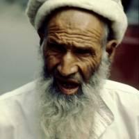 Město Gilgit, děda v typické čapce regionu Hunza