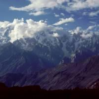 Z vesnice Hoper pohled na vrchol Ultar (7388 m)