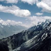 Z Rush Peaku (5098 m), ledovec Hispar, směr hora K2 (v mracích), nejvyšší bod naší cesty