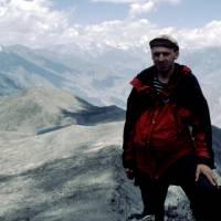Pavouk na vrcholu Rush Peaku (5098 m).