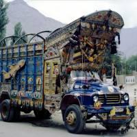 Skardu, nazdobený náklaďák