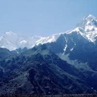 Tarašing: Nanga Parbat (8126m) a Rakhiot Peak (7070m) z hotelu; závěr pobytu v horách