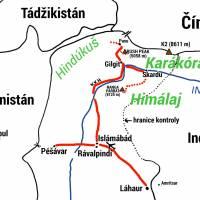 Plánek naší cesty v severním Pákistánu. Červená plná čára: bus, tečková: pěší putování.