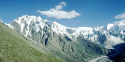 ledovec Sumayar Bar od Rush Lake (4700 m)
