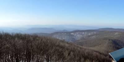 Börzsöny, Csovanyos (938 m), ranní výhled z vrcholové rozhledny