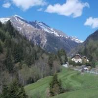 Cesta na kole na Sticklerhütte (posledních 14 km k začátku cyklostezky už nejezdí veřejná doprava, tak jsme jeli na kole)