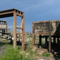 Rozbitá továrna u Simerie, foto Bob