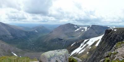 Na vrcholu Braeriach (1296 m), třetí nejvyšší hora Velké Británie a Skotska
