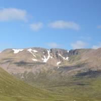 Ráno od chatičky Corrour, pohled na horu Ben Macdui