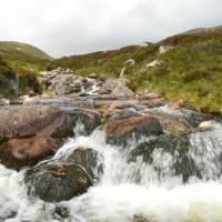 Cairngorm, sestup z Lochnagaru, potok Glas Allt