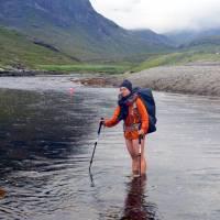 Skye, zátoka Camasunary, brodění řeky
