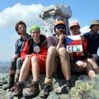 Đeravica (2656 m), na nejvyšší hoře Kosova; Zleva: Cody, Lucka, Pavouk, Janča, Koudy