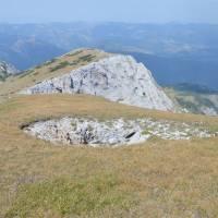Ljumbardská planina, hora Žuty kamen, propast na vrcholu