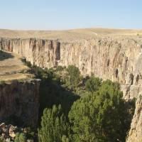 Kapadocie, pohled do údolí Ihlary