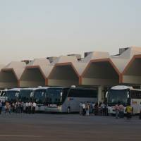 Antalya, autobusové nádraží. Autobusy vládnou turecké dopravě